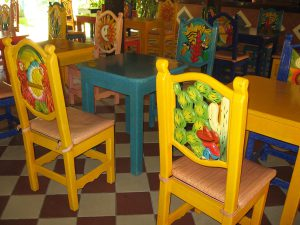 1200px-MexicanChairs